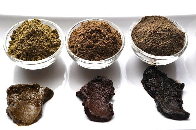 Barvením hennou lze získat odstníny hnědé, červené i černé