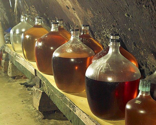 Medovina zraje v demižónech podobně jako víno