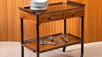 Vintage servírovací stolek po rodičích nebo po prarodičích se také cení.