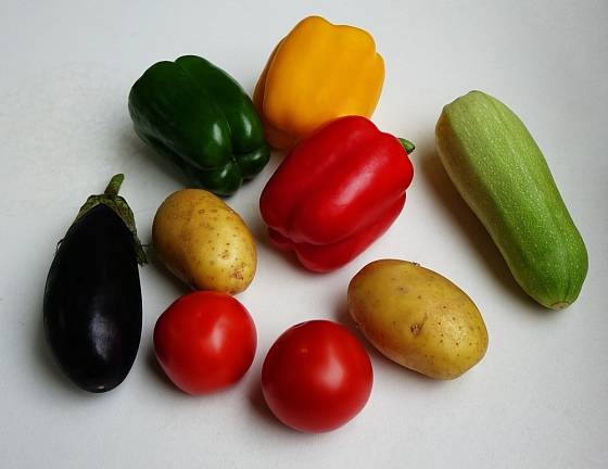 Zelenina z čeledi likovitých obsahuje malé množství nikotinu.