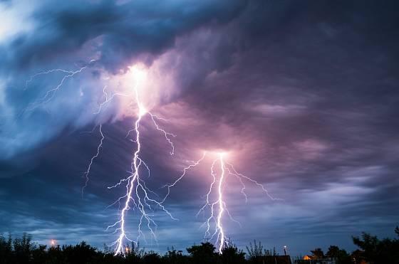 Blesky při bouřce vytvářejí nádherné scenérie.