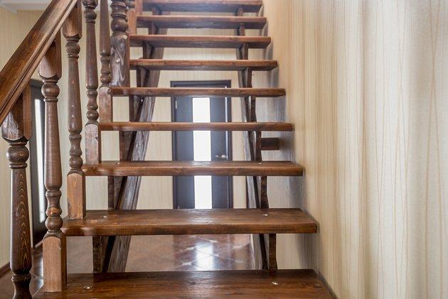 Dřevěné schodiště zvládnete sami.