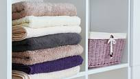 Různobarevné ručníky oživí koupelnu a pomohou rozlišit, komu který patří.