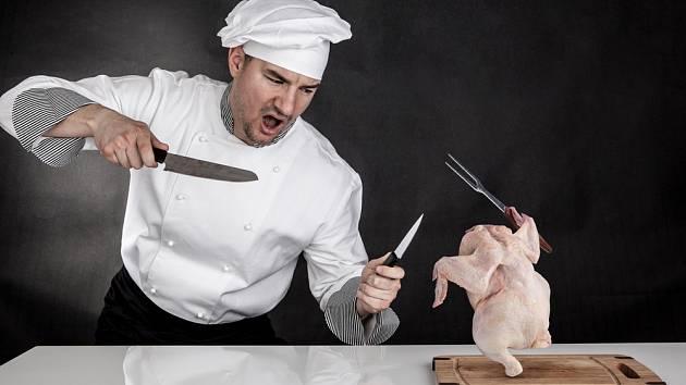 Vykosťování kuřete zvládnete i v domácích podmínkách.