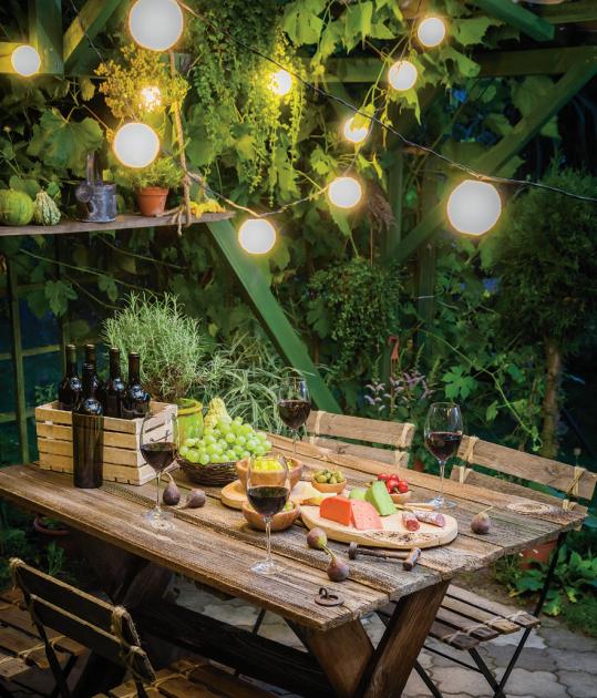 Večerní zahradní posezení