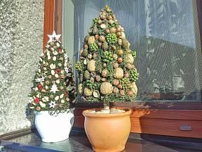 Vlastnoručně vyrobené vánoční stromečky jsou originální dekorací.