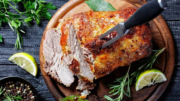 Vepřové maso pečené v hořčici.