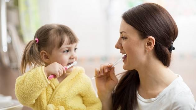 Při nákupu zubní pasty většina z nás nejspíš automaticky sáhne po oblíbené značce
