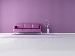 Minimalistický interiér v levandulové fialkové