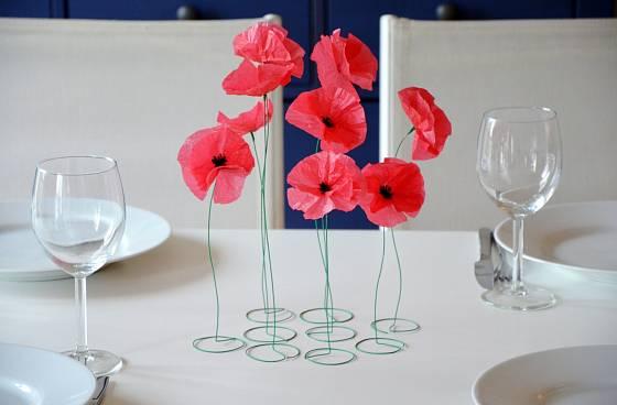 Máky z hedvábného papíru jsou okouzlující dekorací například při stolování