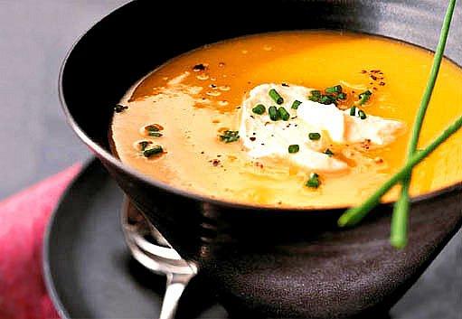 zlatá čočková polévka