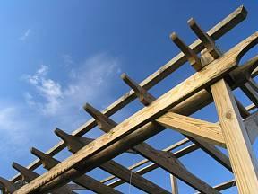 ideální pro stavbu pergoly jsou dřevěné hranoly