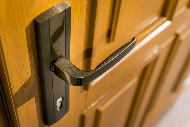 Správně fungující dveře brání průvanu, úniku tepla z místnosti a také tlumí hluk z okolí.