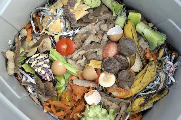 Nerozložitelný odpad nemá v kompostu co dělat.