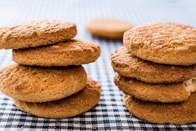 Pampeliškové sušenky přijdou vhod k čaji i ke kávě.