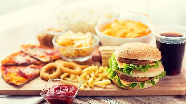 Zvažte konzumaci rychlého občerstvení a sladkých nápojů