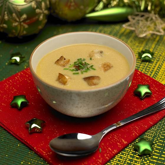 Do polévky se nebojte dát křupavé krutony.