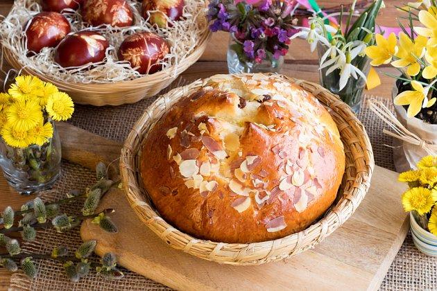 Mazanec patří k jarním svátkům stejně, jako jarní květiny a malovaná vajíčka
