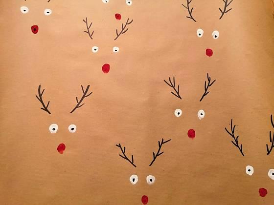 Sobíci se na vánoční papíře skvěle vyjímají