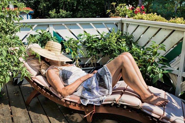 Není nad odpočinek vleže na pohodlném lehátku.