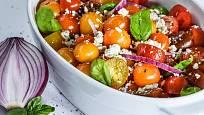 Rajčata by na letním jídelníčku neměla chybět.