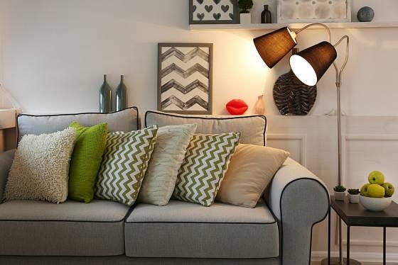 V pokoji vhodně rozmístěte lampy