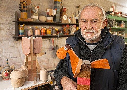 Výtvarník Tomáš Svoboda v dílně