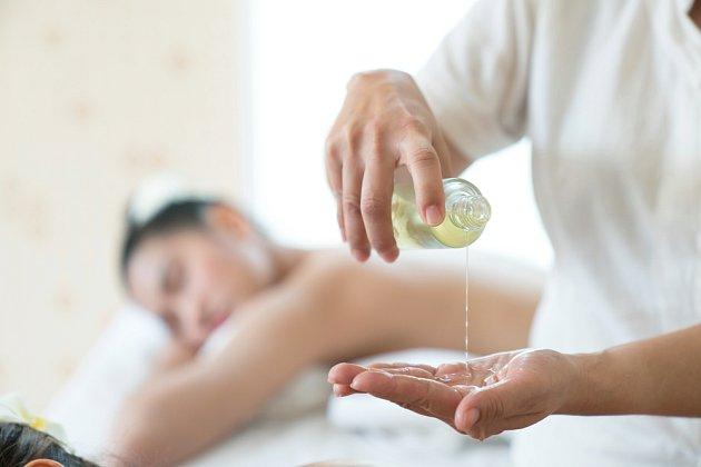 Není nad aromaterapeutickou masáž provedenou odborníkem.