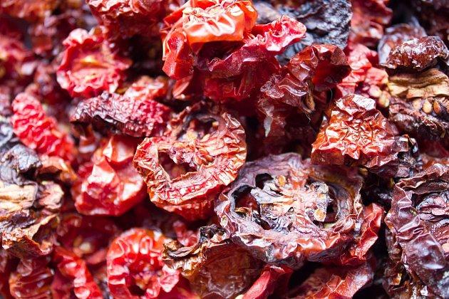 Sušená rajčata dlouho vydrží a jsou plná chuti.