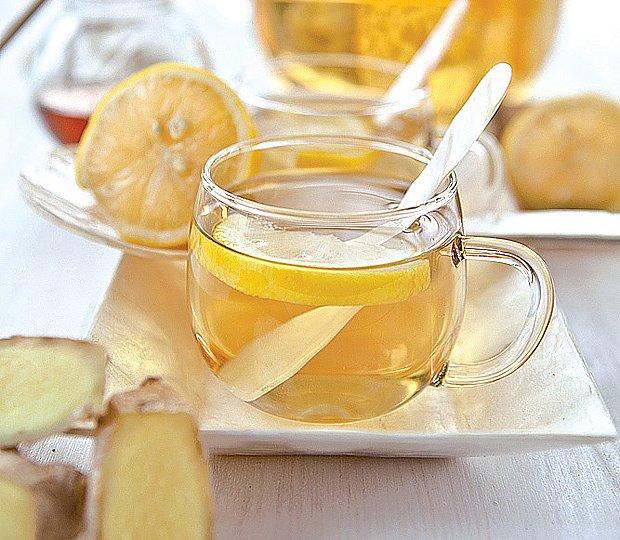 čaj s citrónem a zázvorem
