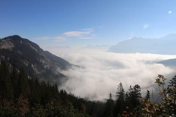 Oblaka stratus se tvoří blízko zemskému povrchu