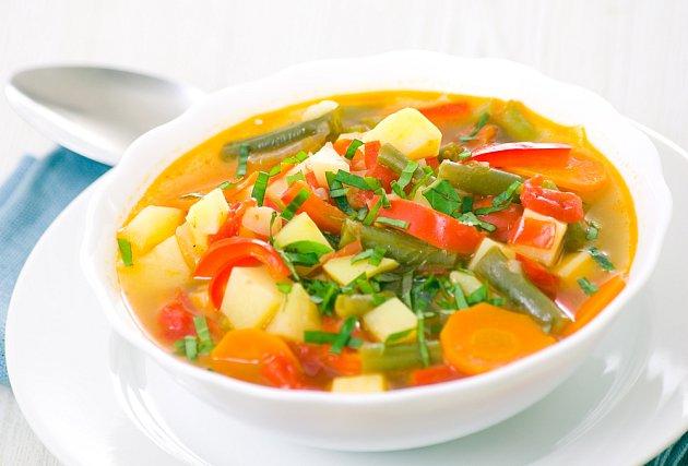 Zeleninový vývar je hotový raz dva - bez chemie a chutná skvěle.