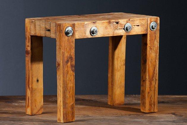 Stolička vyrobená ze starých střešních latí