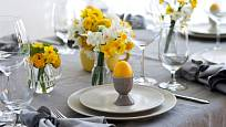 Krásně prostřená tabule dodá chuť ke slavnostnímu jídlu.