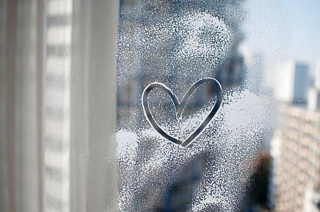 Mytí oken v mrazivém počasí vynecháme.