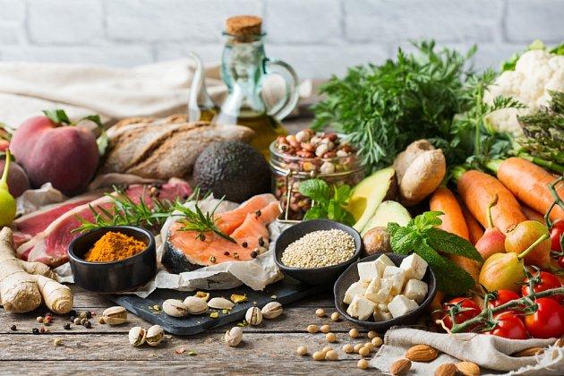 """Olej, chleba a víno. To je původní """"svatá trojice' středomořské kuchyně."""