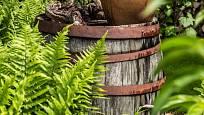 Z vysloužilého sudu může vzniknout pěkná zahradní dekorace.