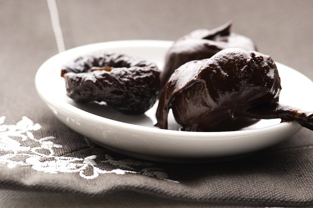opilé sušené švestkly v čokoládě