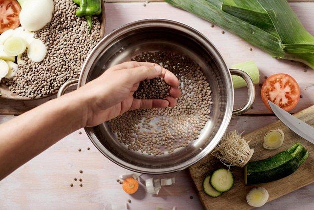 Při vaření čočku nesolte
