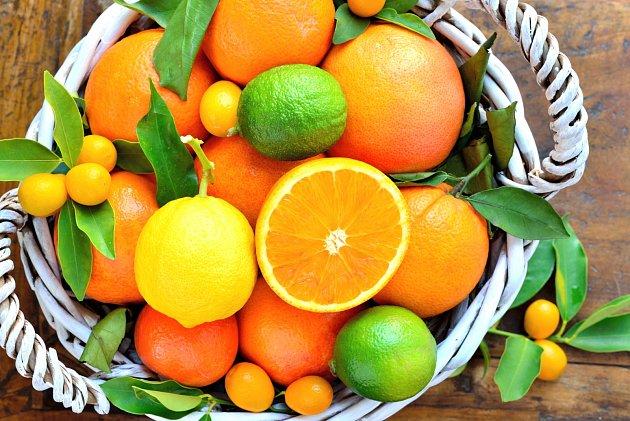 Pokud toužíte v zimě po citrusech, pamatujte, že ochlazují organismus. Nejezte je proto před odchodem.