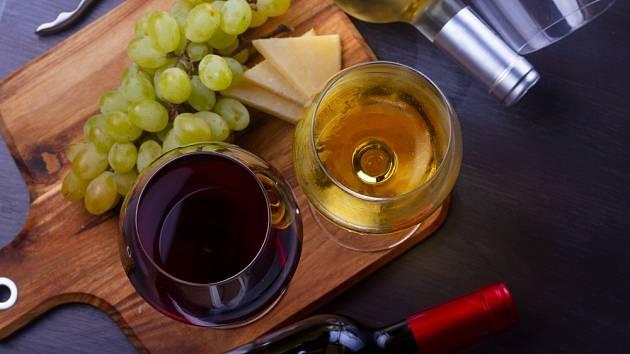 Obecně alkohol hubnutí nepomáhá, a není to tak ani u vína