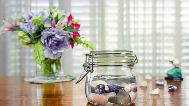 Křišťálovou (nebo krystalovou) vodu si můžete doma lehce vyrobit