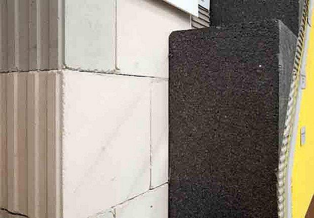 Zeď z vápenopískových bloků tloušťky 175mm a tepelný izolant