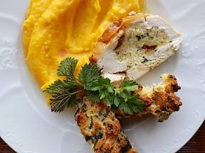 Vhodnou přílohou je bramborová kaše, ale také mrkvové či batátové pyré.