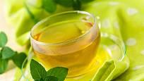 Mátový čaj uleví při nadýmání a osvěží dech