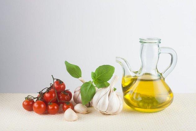 Konzumace česneku pozitivně působí např. při nachlazení, při onemocnění trávicí soustavy nebo zabraňuje kardiovaskulárním onemocněním.