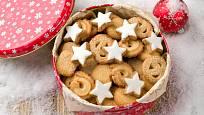 Plechová dóza ochrání vánoční cukroví před osycháním.