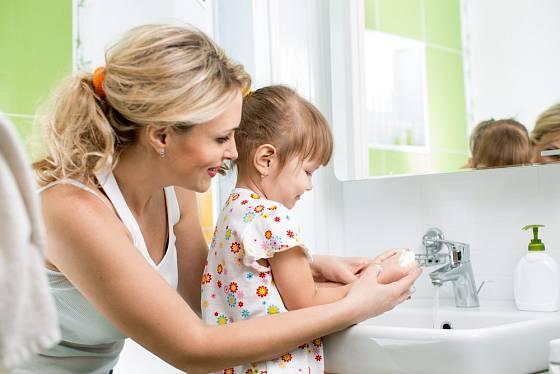 Mytí rukou je základní hygienický návyk