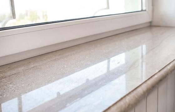 Okenní parapety mohou být z kamene přírodního i umělého