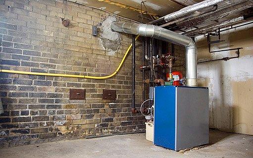 plynový kotel v suterénu